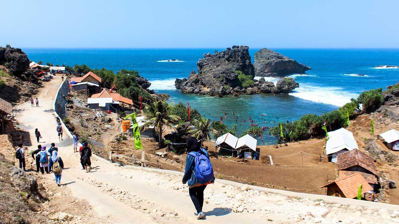 Objek Wisata Pantai Nglambor