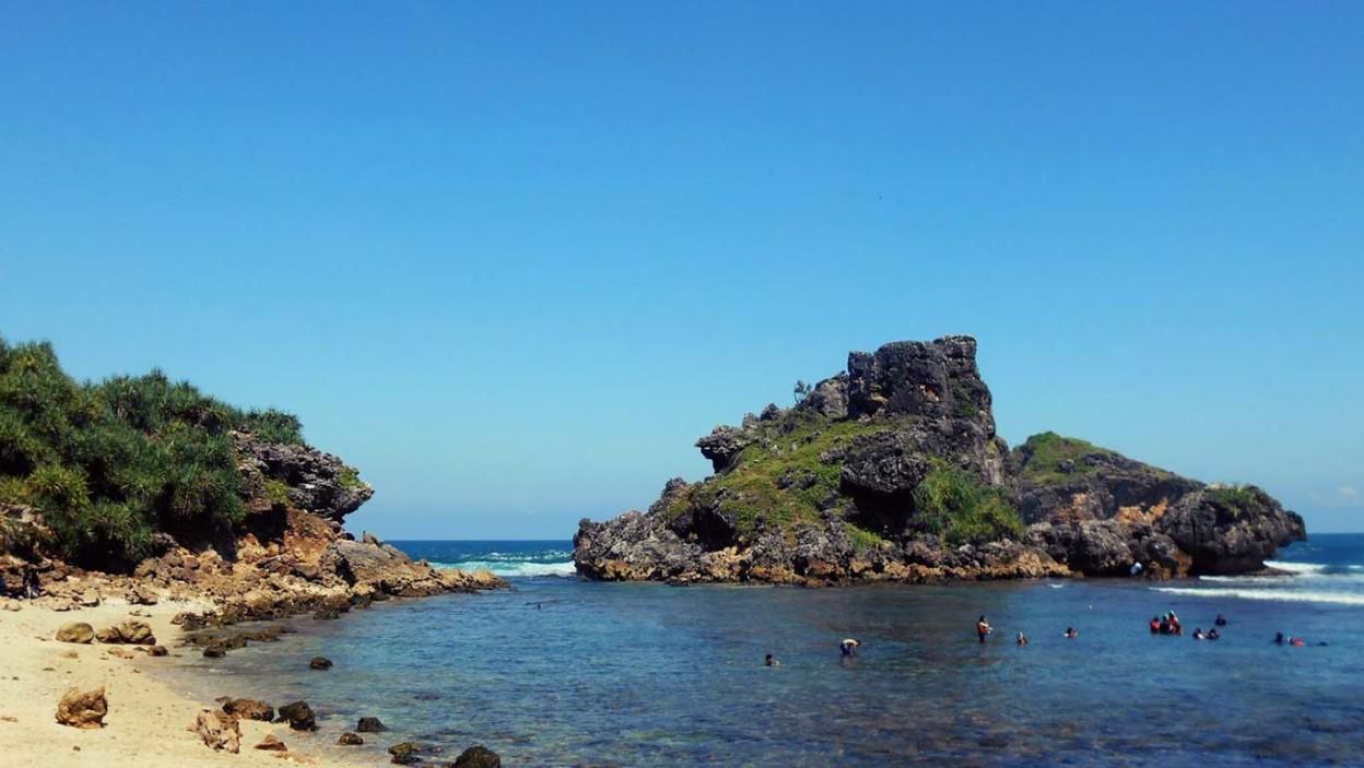 Pantai Nglambor 🏖️ HTM, Rute, Foto & Ulasan Pengunjung