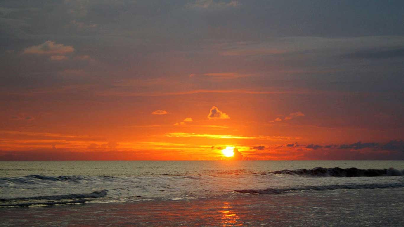 sunset di pantai pandansimo