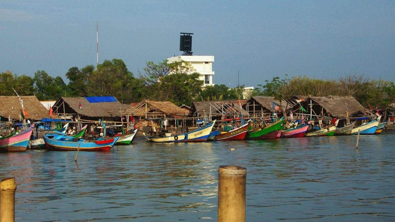 Dermaga Pantai Tanjung Kait