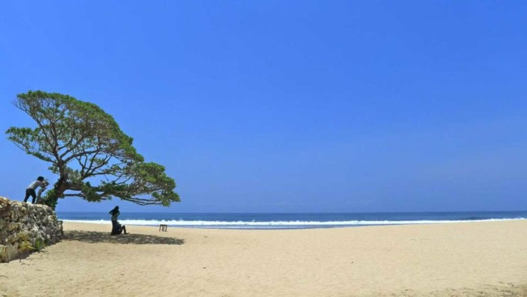 Keindahan Pantai Pok Tunggal