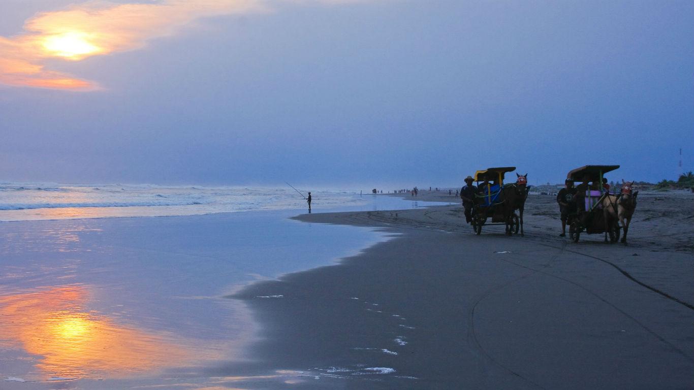 Pantai Parangendog