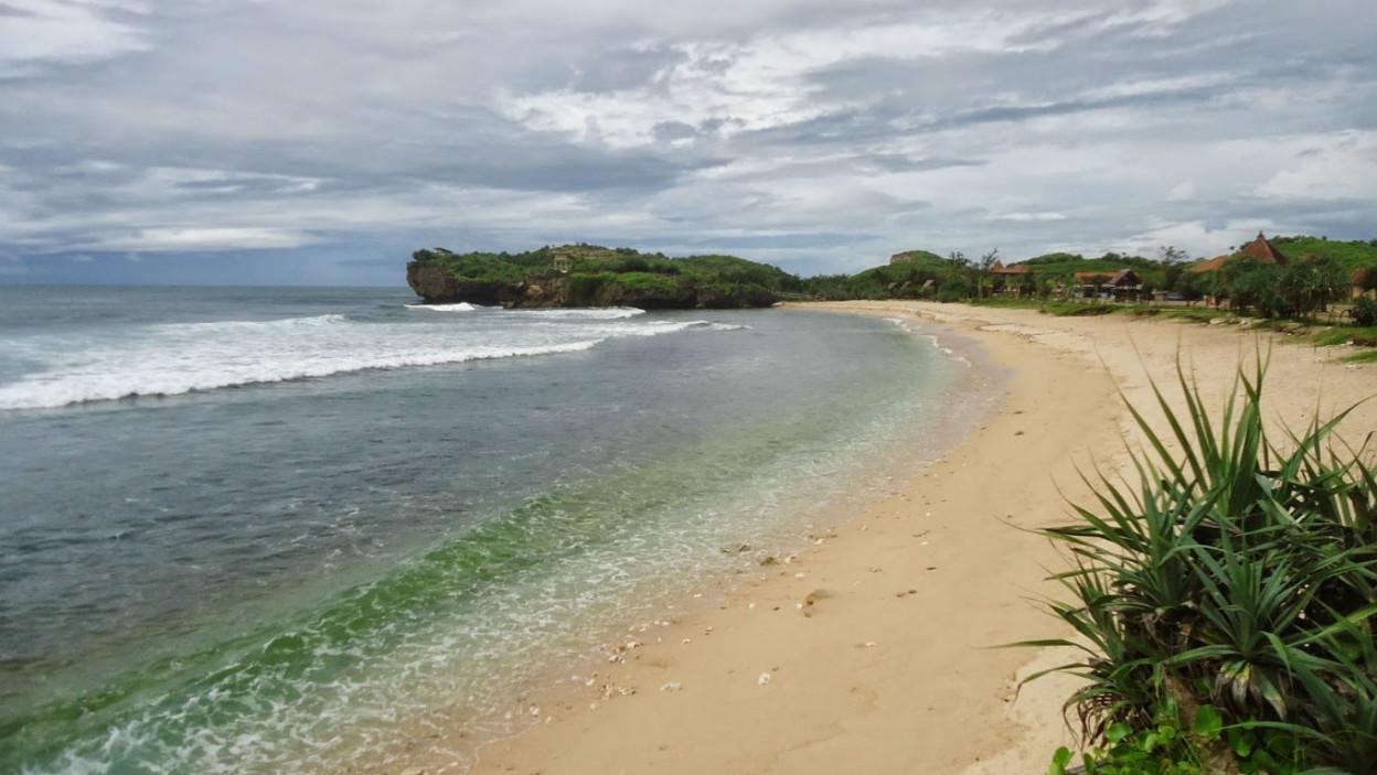 Pantai Slili 🏖️ HTM, Rute, Foto & Ulasan Pengunjung