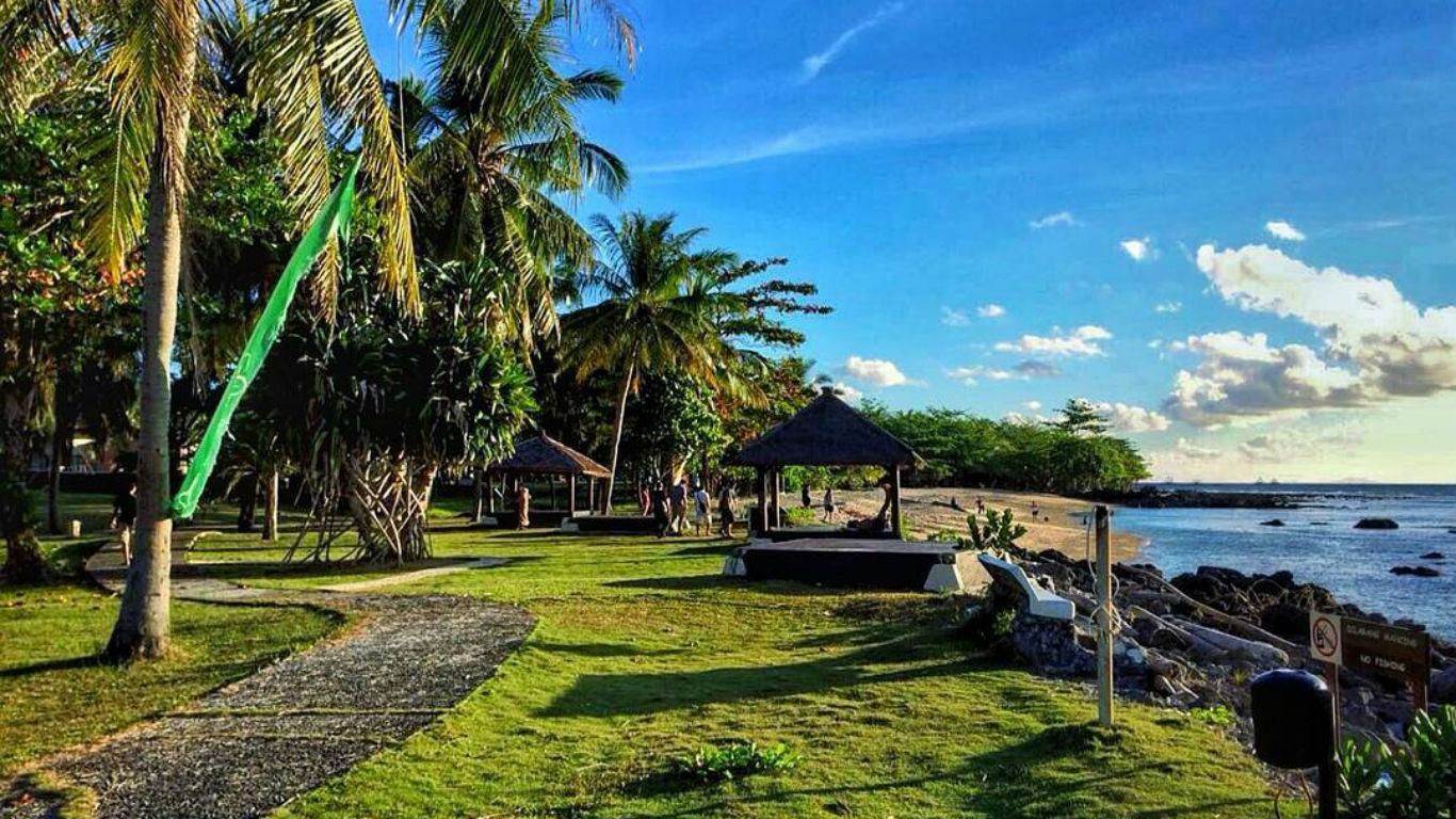 Pantai Tanjung Lesung Banteng