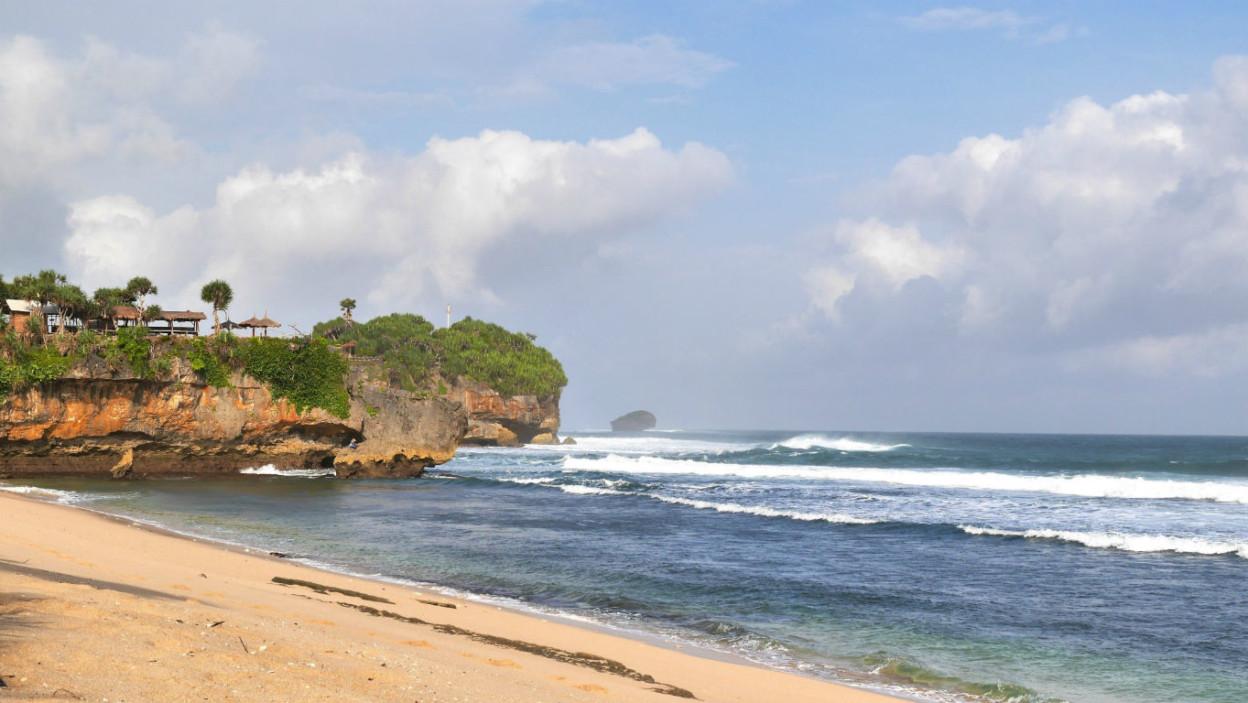 Pantai Watu Kodok 🏖️ HTM, Rute, Foto & Ulasan Pengunjung