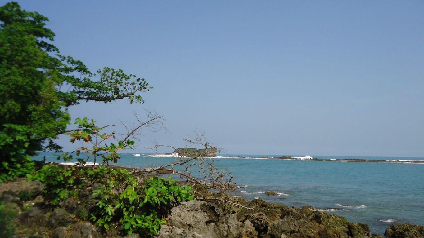 Pemandangan Pantai Pulo Manuk