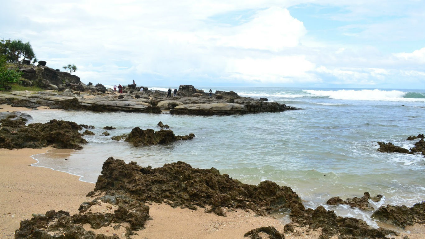 Wisata Pantai Karang Taraje