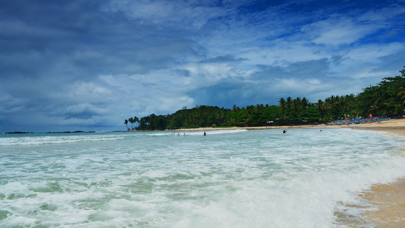 Wisata Pantai Legon Pari