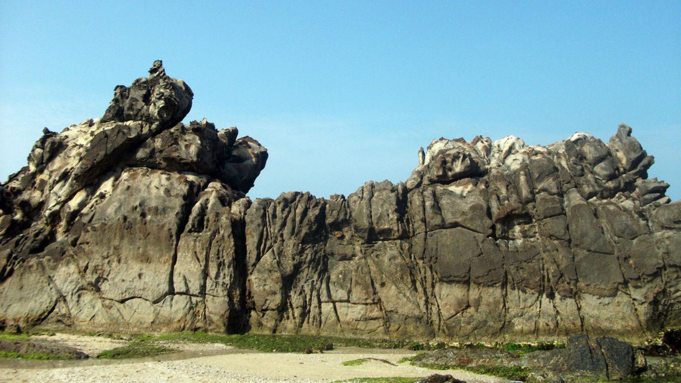 Objek Wisata Pantai Karang Songsong