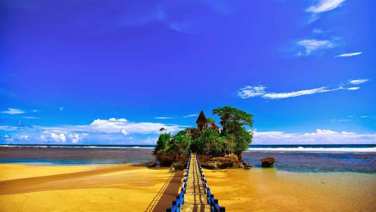 Pantai Balekambang Htm Rute Foto Ulasan Pengunjung