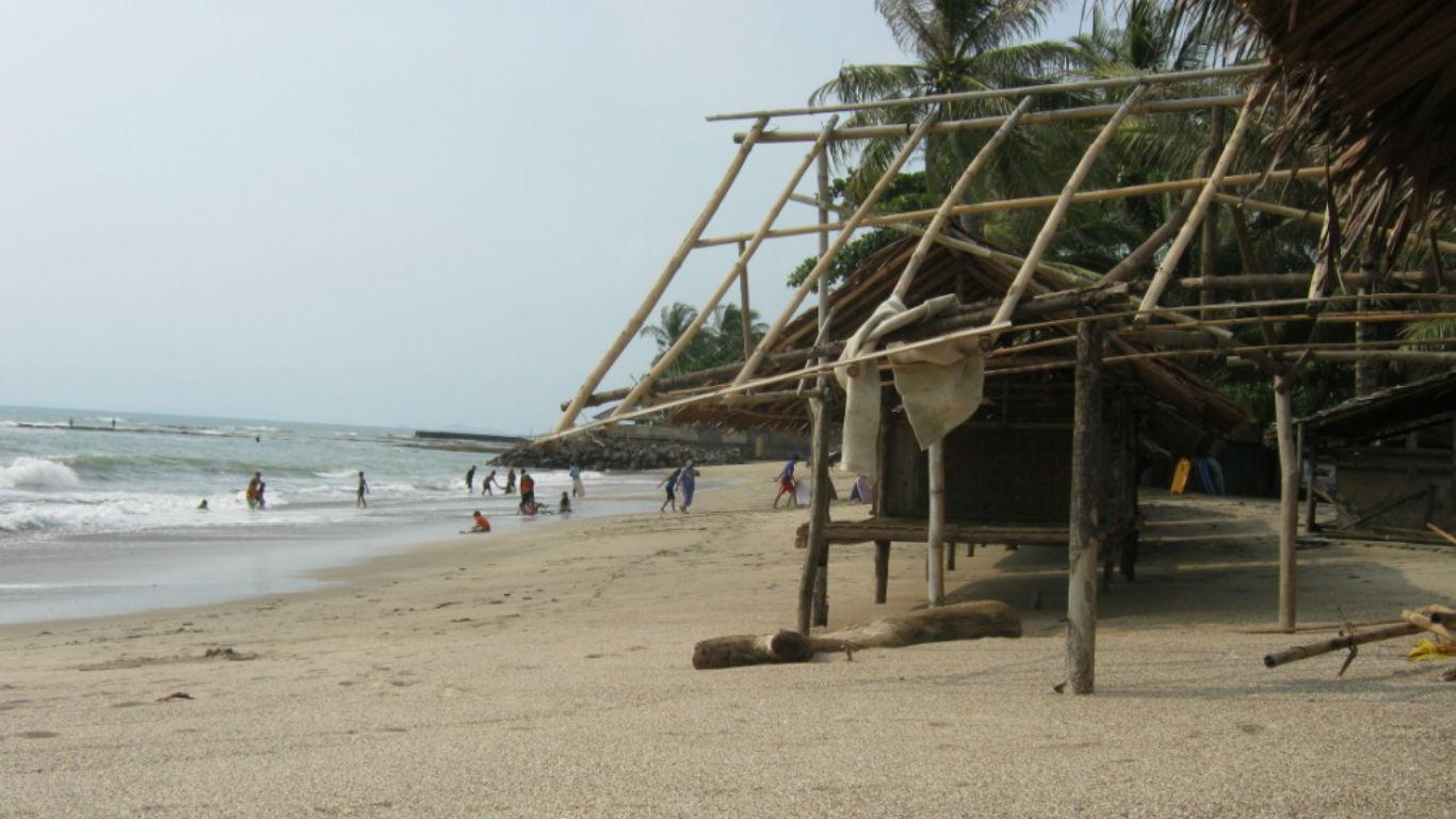 Saung Bambu Pantai Jambu