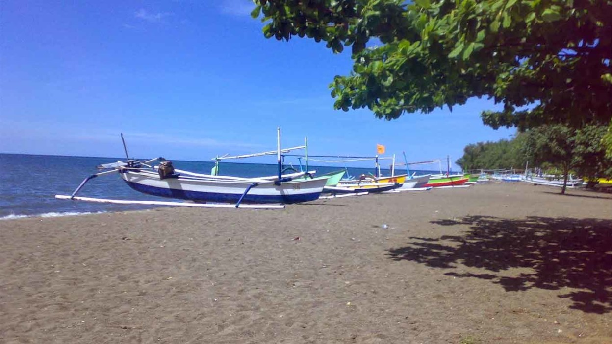 Pantai Lovina 🏖️ HTM, Rute, Foto & Ulasan Pengunjung