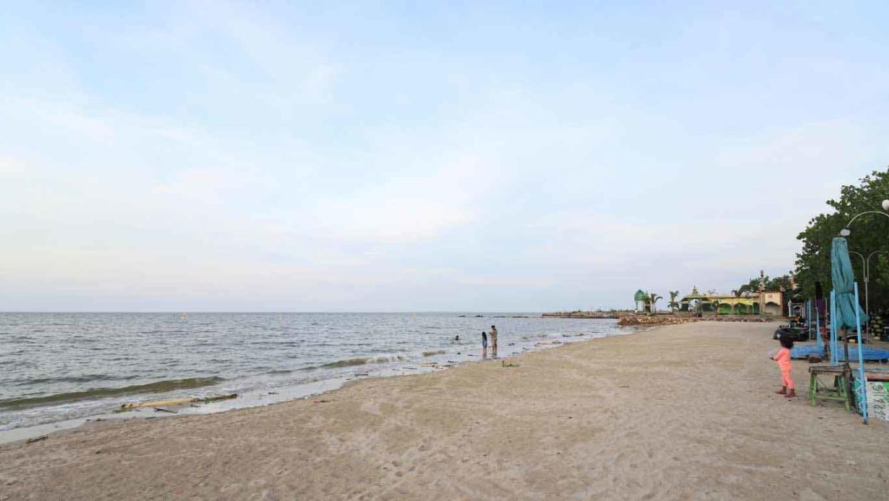 Pantai Delegan Gresik