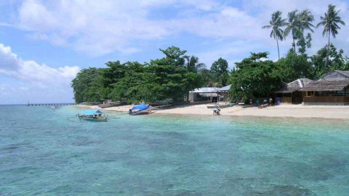 Hasil gambar untuk pantai malalayang