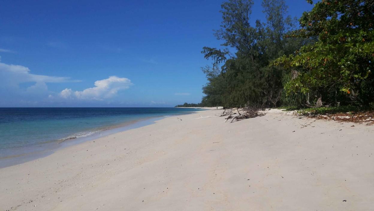 Pantai Puru Kambera