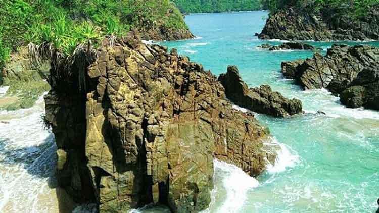 Pantai kapulogo