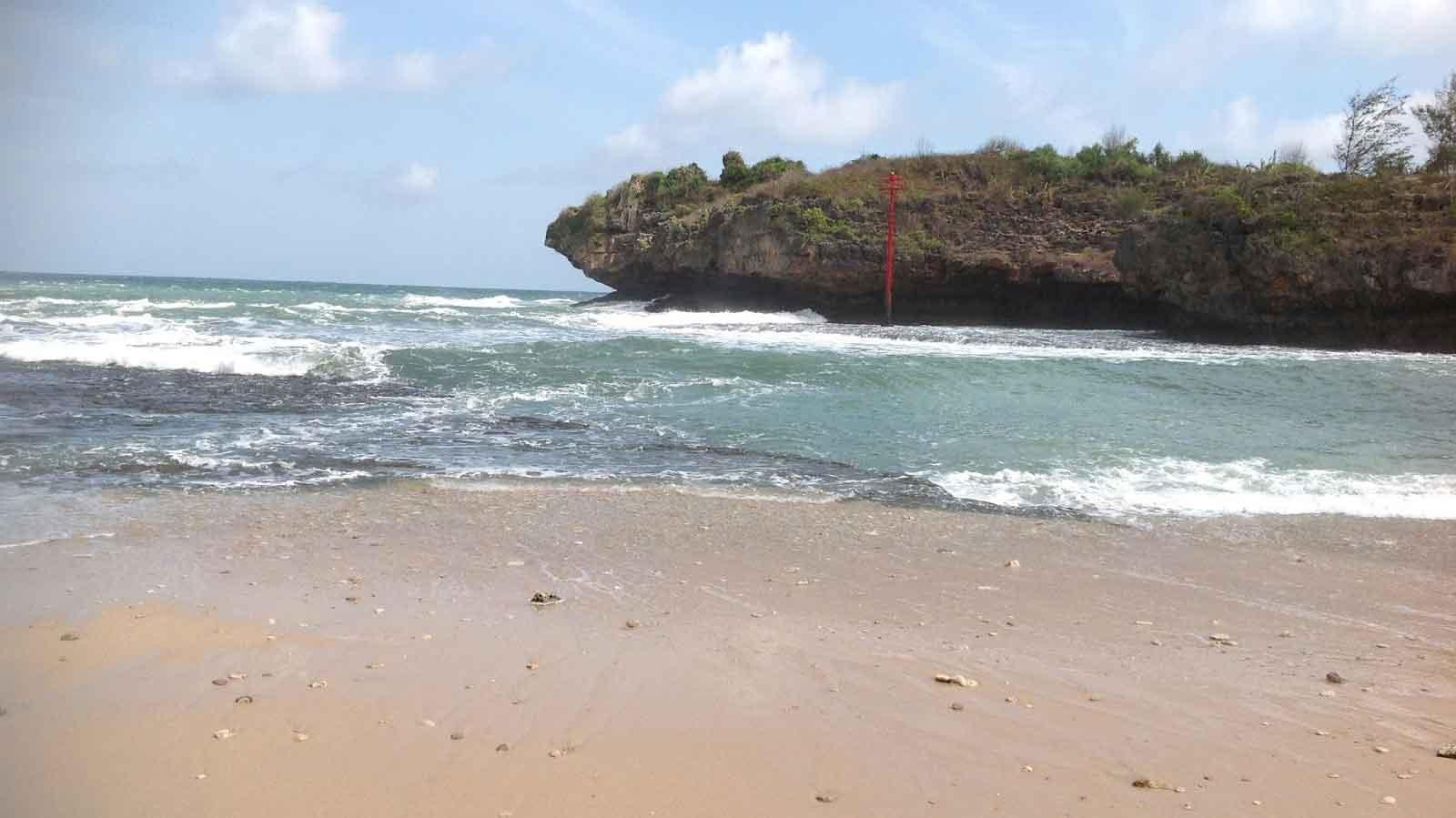Pantai Alinda