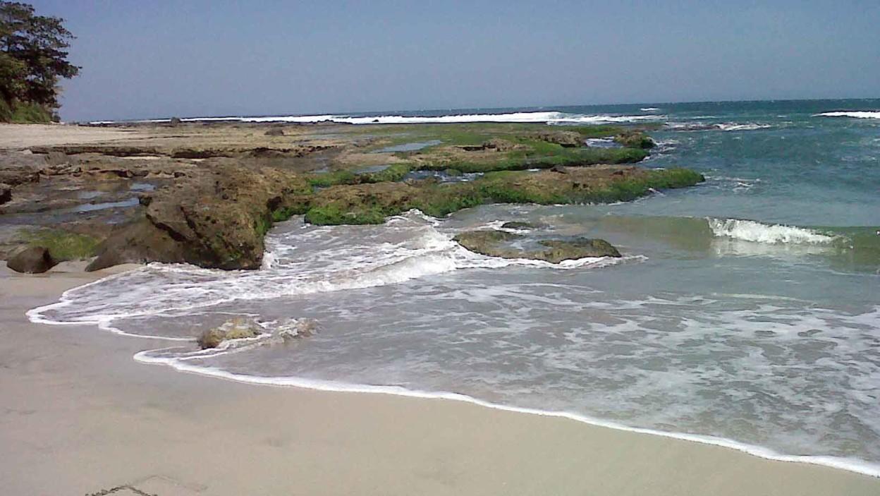 Pantai Manalusu