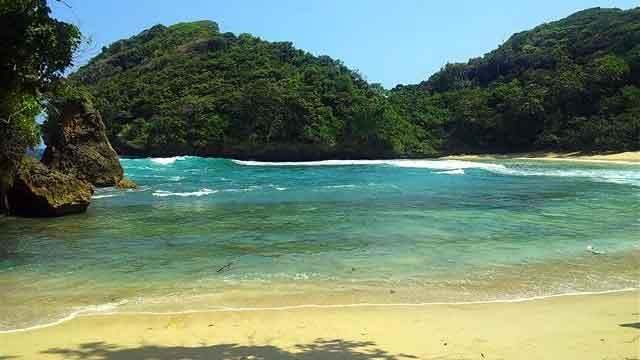 Hasil gambar untuk pantai mbehiom