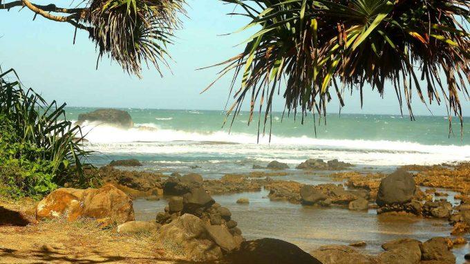 Pantai Rancabuaya Rute Menuju Lokasi Dan Harga Tiket Masuk