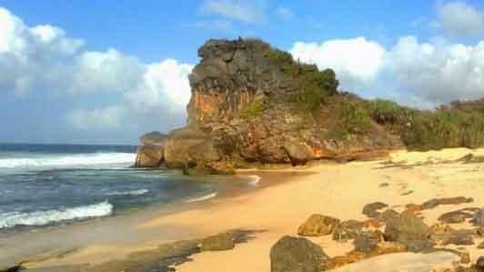 Pantai Seruni Pacitan