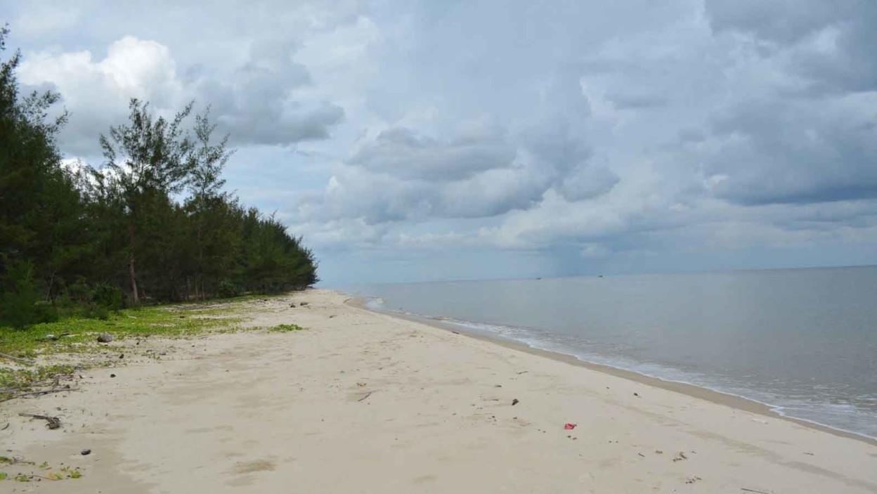 Pantai Ujung Pandaran