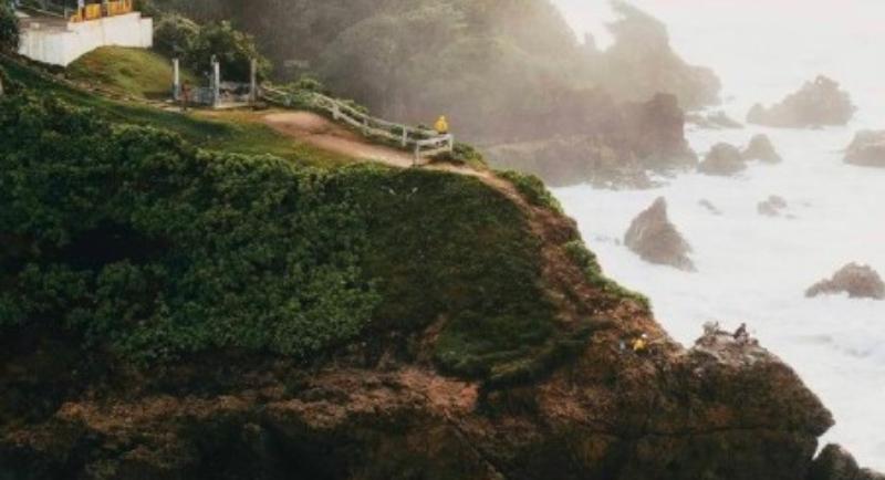 Objek Wisata Pantai Karang Tawulan 2
