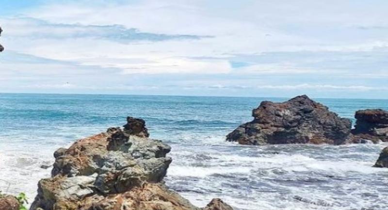 Objek Wisata Pantai Karang Tawulan