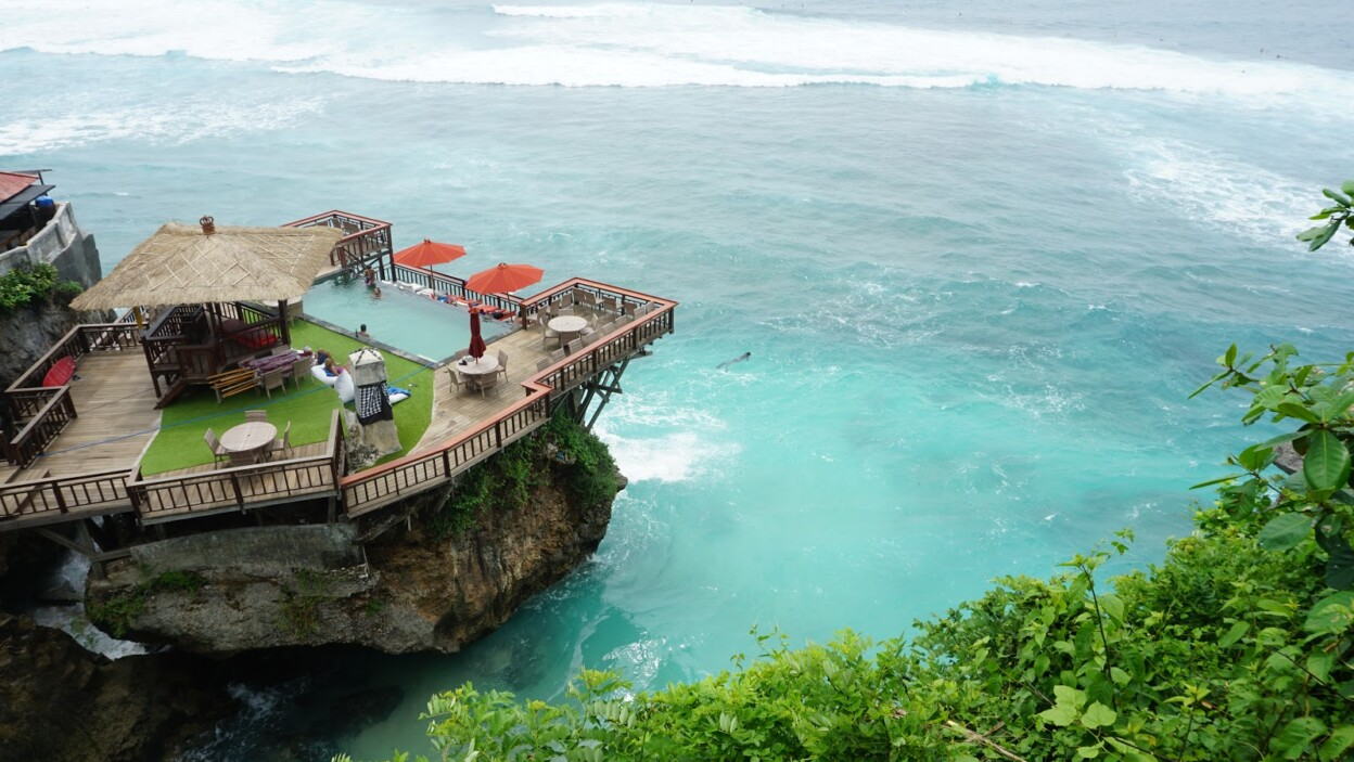 Pantai Suluban (Blue Point)