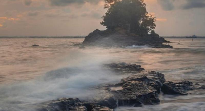 Objek Wisata Pantai Melawai 2