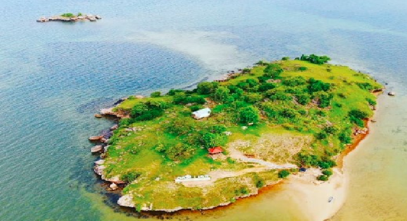 Objek Wisata Pantai Lariti 2