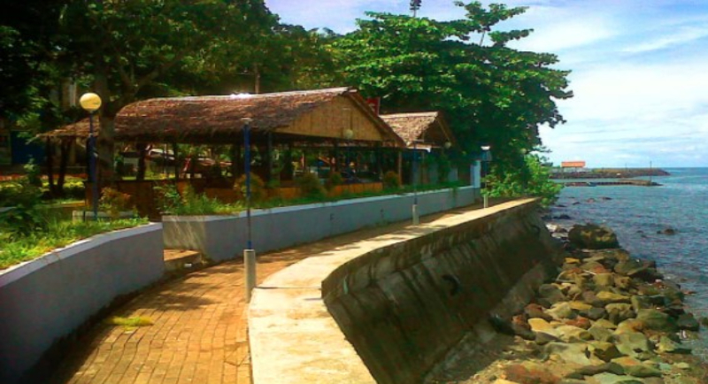 Objek Wisata Pantai Malalayang 2