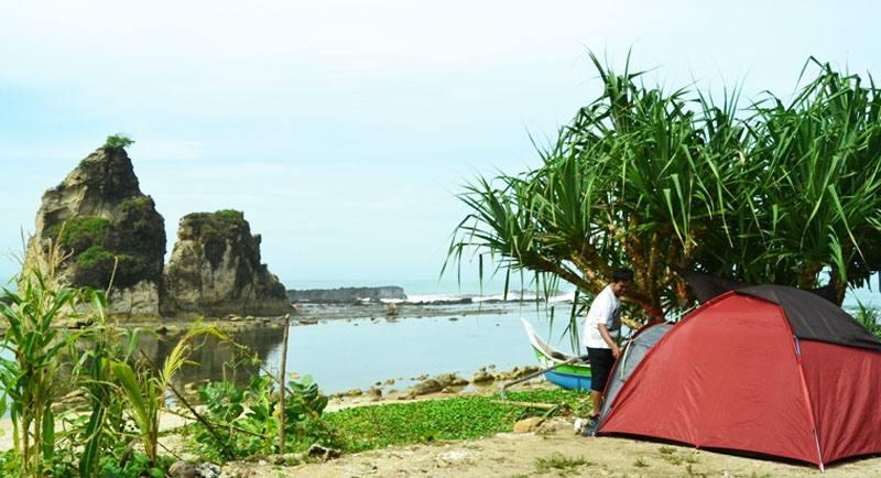 Camping Di Pantai Tanjung Layar