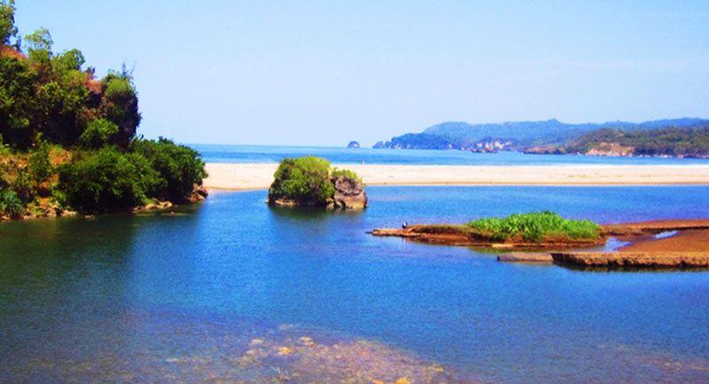 Danau Di Pantai Soge