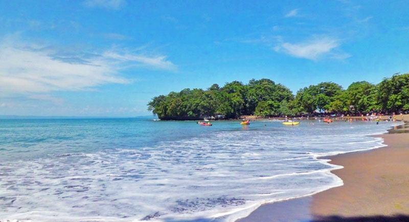 Indahnya Pantai Batu Karas