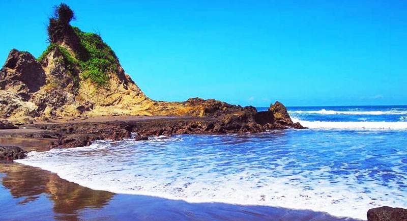 Indahnya Pantai Karang Nini