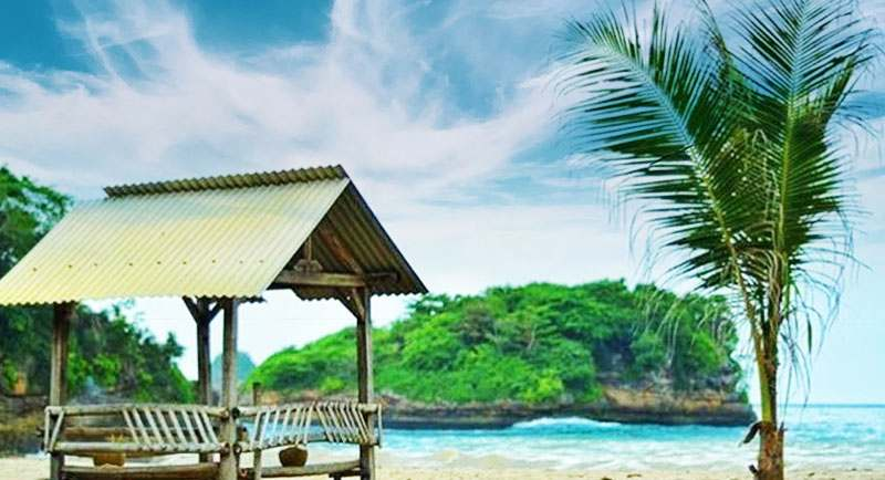 Indahnya Pantai Nguyahan