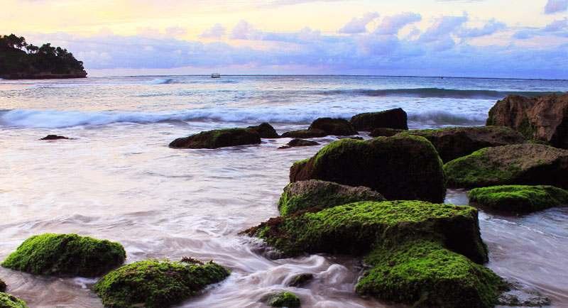 Indahnya Pantai Wawaran Pacitan