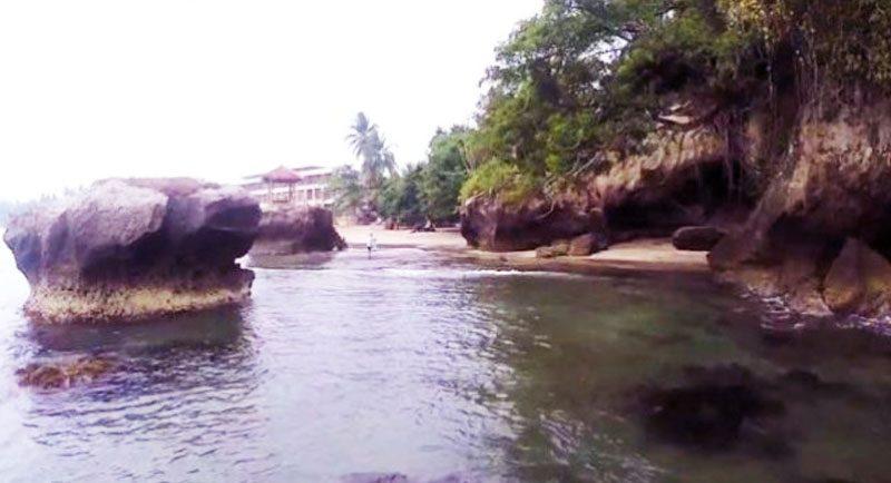 Karang Di Pantai Karang Bolong Anyer