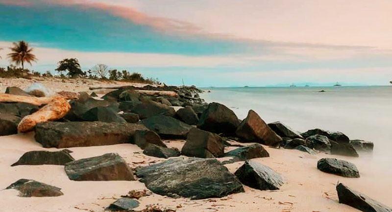Keindahan Pantai Sebalang