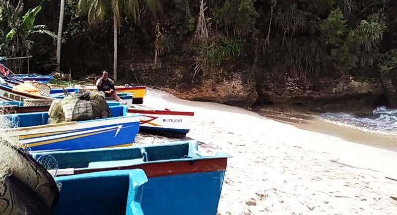 Nelayan Di Pantai Wawaran