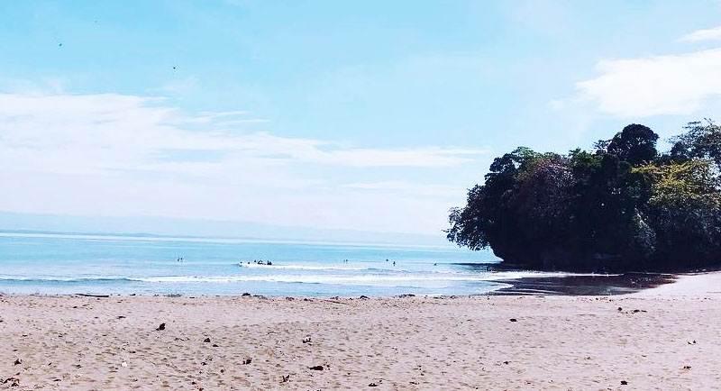 Pantai Batu Karas Pangandaran