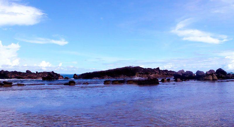 Pantai Karang Beureum Sawarna