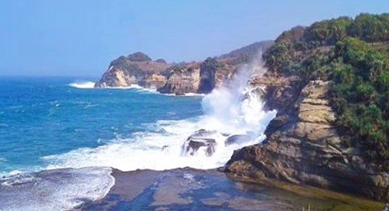 Pantai Seruni Pacitan Jawa Timur