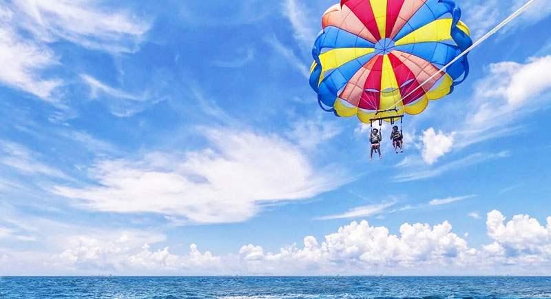 Parasailing Di Pantai Sambolo