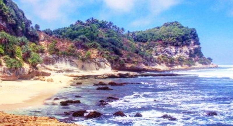 Pemandangan Pantai Langitan