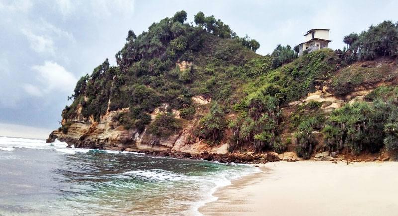 Pemandangan Pantai Seruni Pacitan