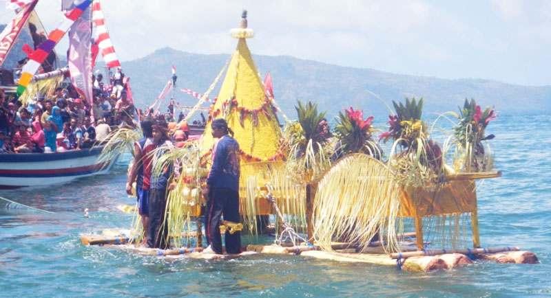 Ritual Pesta Laut Di Pantai Pelabuhan Ratu