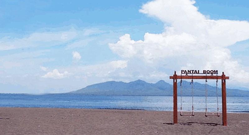 Santai Di Pantai Boom Banyuwangi