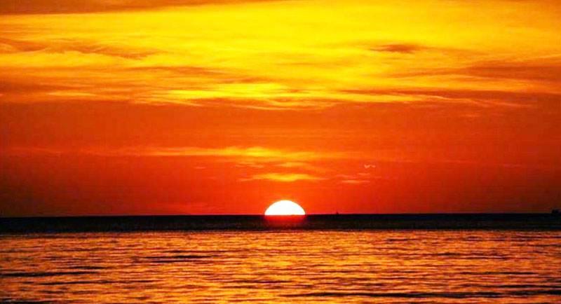 Sunset Di Pantai Karang Nini